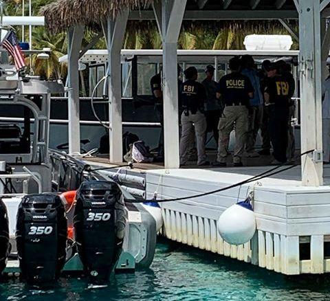 FBI-RAID: FBI-agenter på plass på Jeffrey Epsteins private øy Little St. James. Nyhetsbyrået Reuters har fått bildet fra en tredjepart.