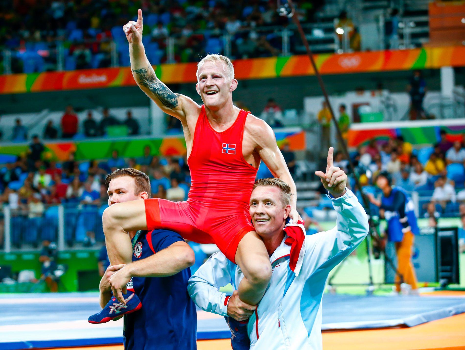 IKONISK: Stig-André Berge ble en av Norges få lyspunkter under OL i Rio de Janeiro, og ble båret på gullstol etter bronsen var sikret.