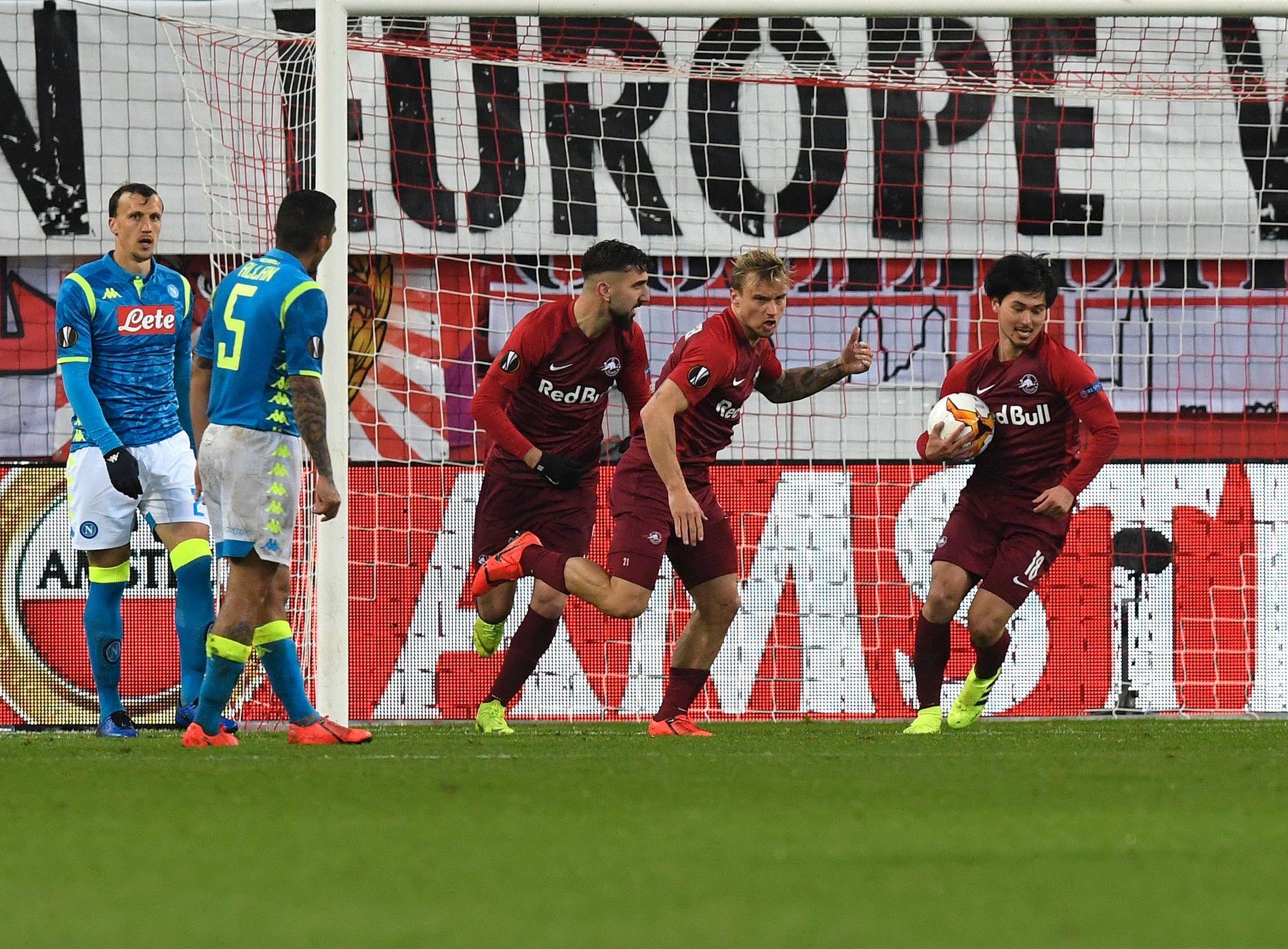 SCORET MOT STJERNENE: Fredrik Gulbrandsen feirer sin scoring mot Napoli på torsdag.