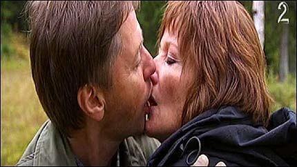 OMTALT KYSS: Svein Romundstad og Rigmor Solberg hadde 2007-sesongens første kyss. Foto: TV 2