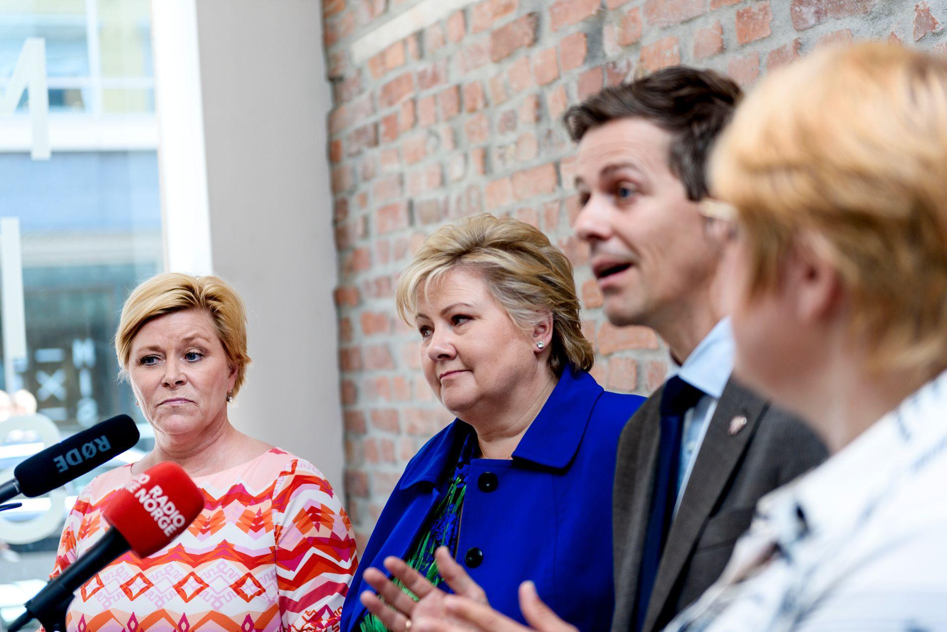 SAMARBEIDSPARTNERNE:  Frp-leder Siv Jensen, statsminister og Høyre-lederErna Solberg, KrF-leder Knut Arild Hareide og Venstre-leder Trine Skei Grande på pressekonferanse om jobber i Oslo.