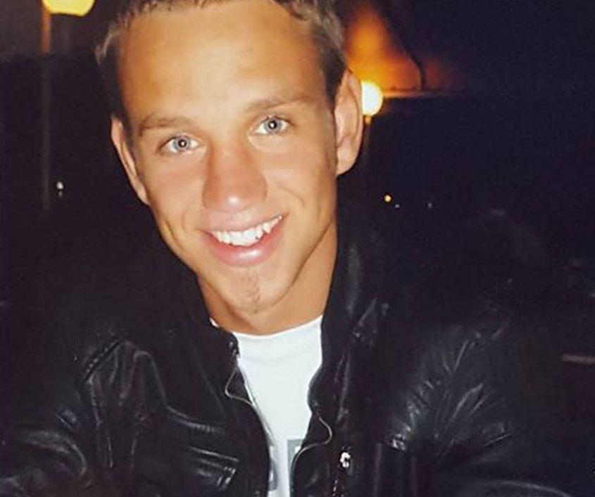 MISTENKELIG: Omstendighetene rundt dødsfallet til Paul Simmons (25) 9. februar 2015 fikk både leger, politi og 25-åringens familie til å reagere. Tre år senere har dødsfallet blitt en drapssak som skal behandles i domstolen.