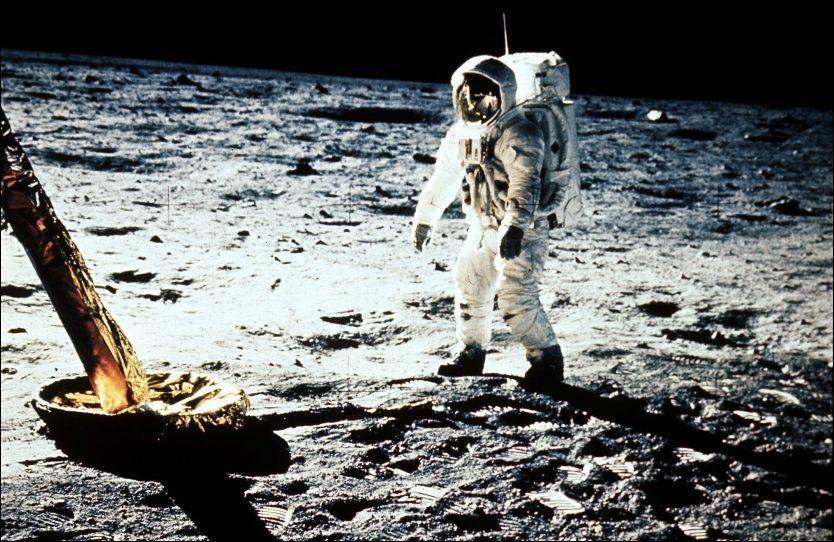 UNIKE FOTSPOR: Neil Armstrong var den første til å gå på månen. Nå vil amerikanske kongressmedlemmer frede blant annet fotsporene hans. Foto: NASA