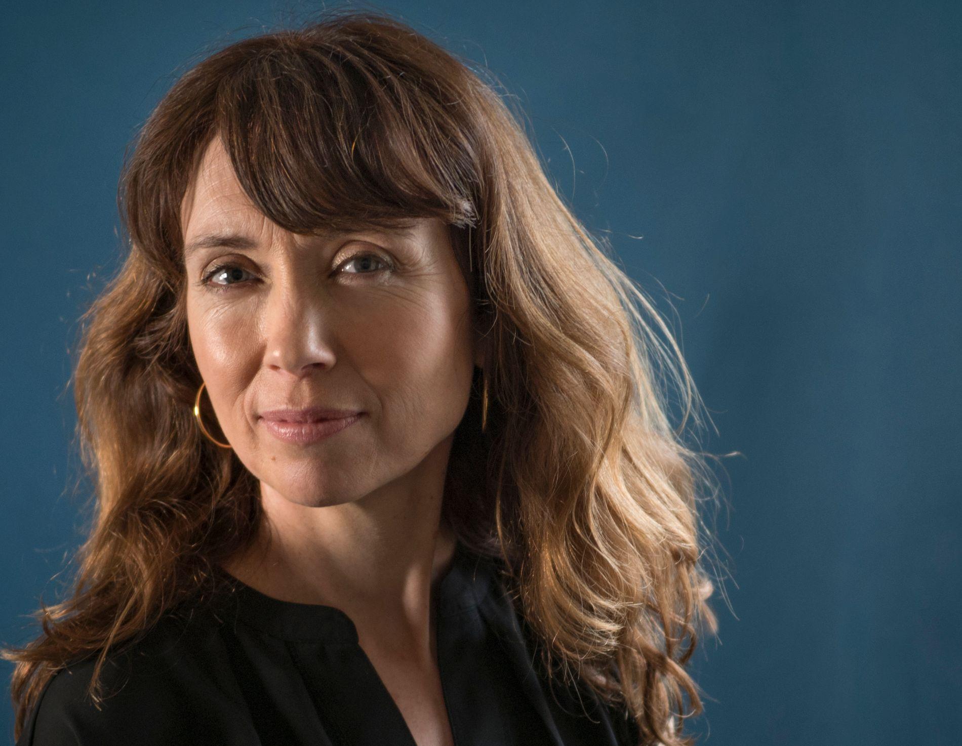 KLOK, LITEN ROMAN: Hilde Rød-Larsen debuterer med roman om ett døgn i to ektefellers liv.