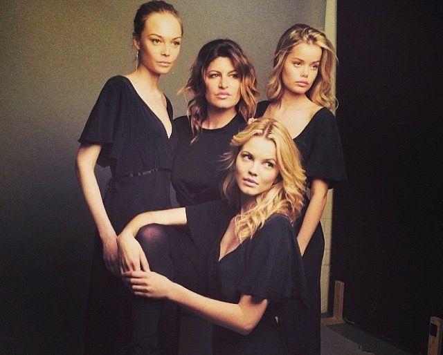 MODELL-MAMMA: Donna Ioanna sammen med tre av sine modeller. Fra venstre: Siri Tollerød,  Merethe Hopland og  Frida Aasen.