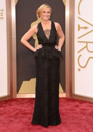 I SORT: Julia Roberts serverte sitt velkjente, brede smil under Oscar i fjor, men var kledd i helsort etter søsterens død.