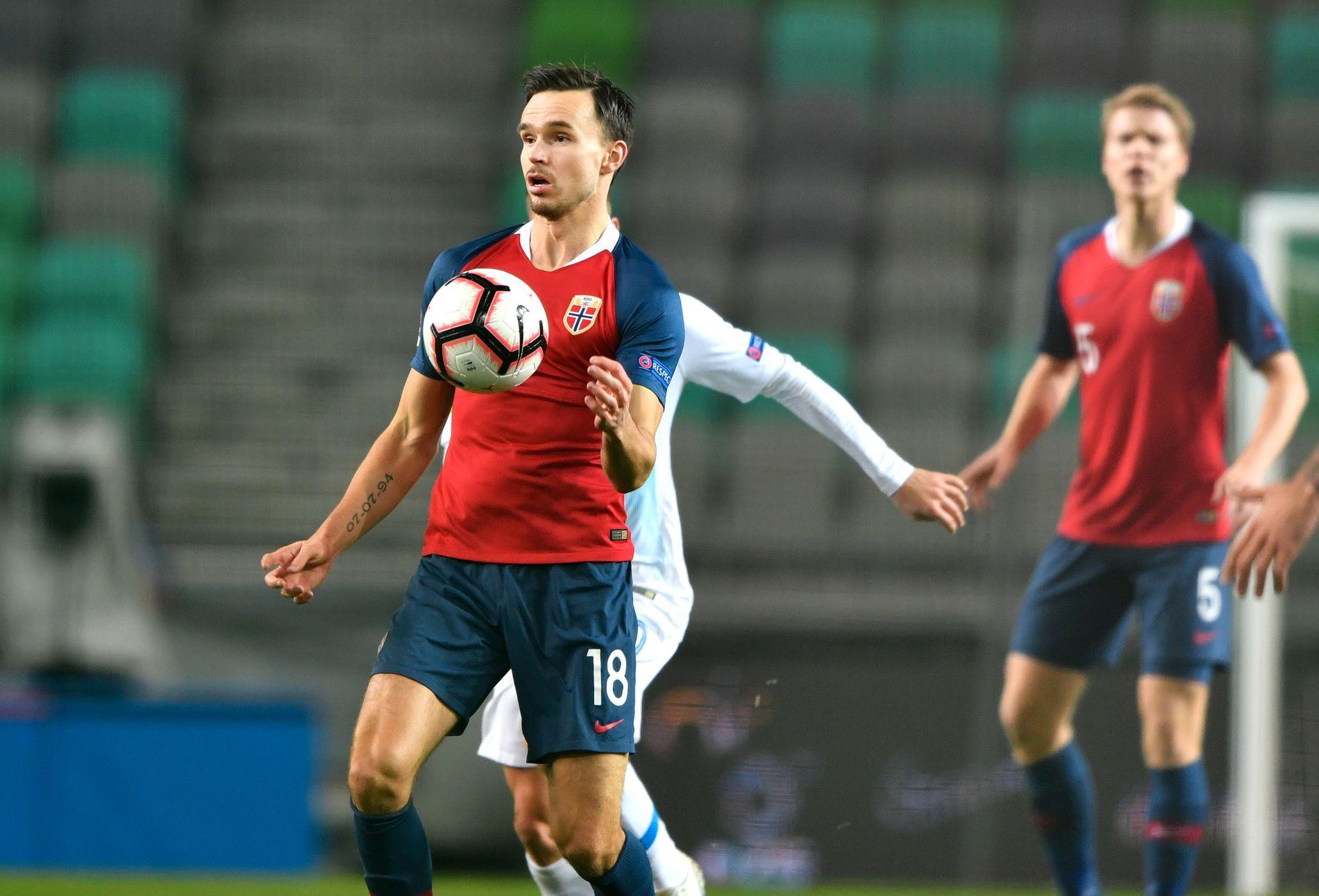 KRITISK: Tidligere RBK-spiller Ole Selnæs i aksjon for landslaget mot Slovenia i november.