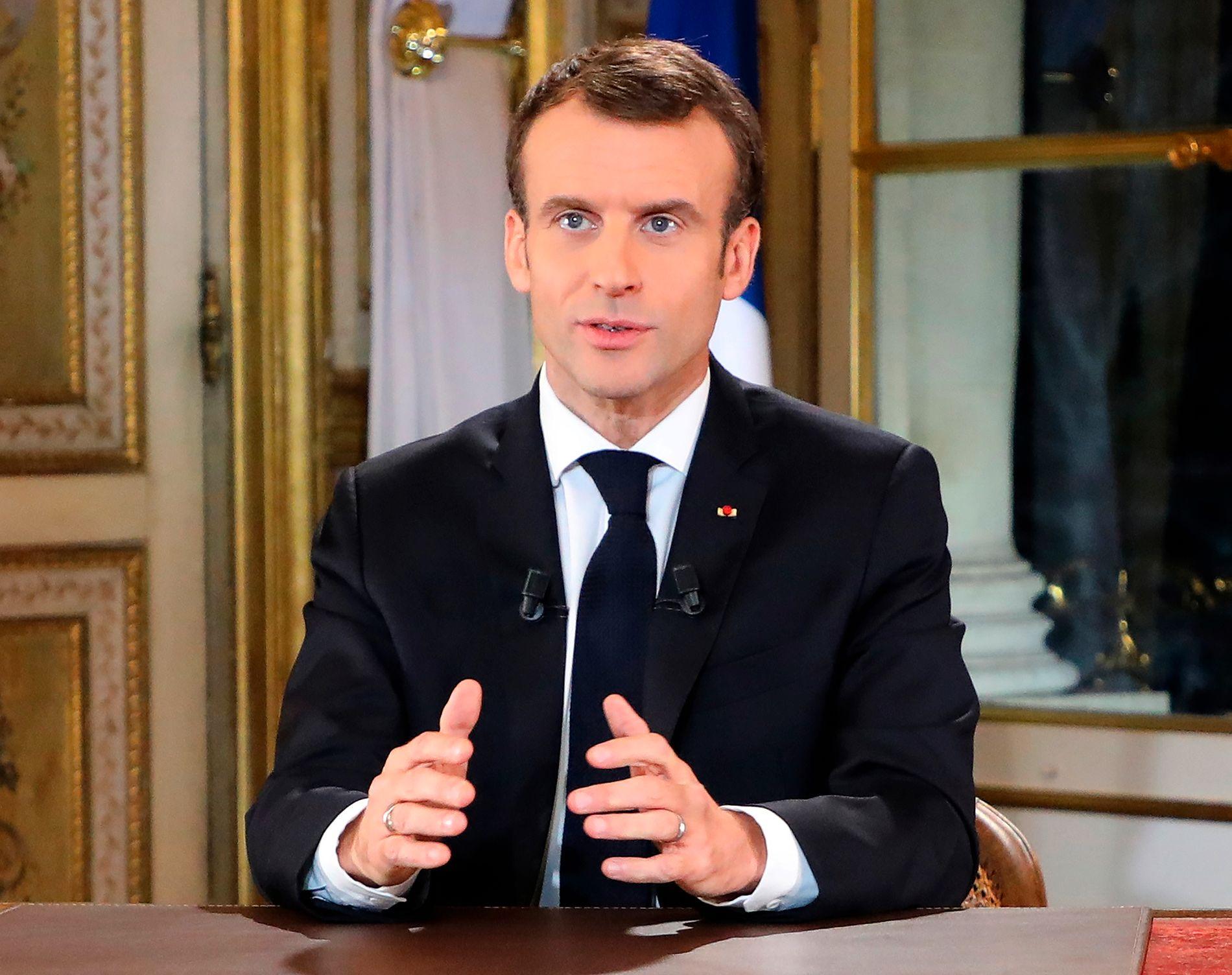 FORSONENDE: President Emmanuel Macron viste forståelse for demonstrantene da han talte til nasjonen mandag kveld.