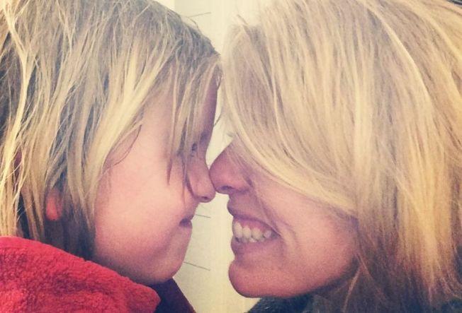 FÅR VAKSINER: Etter syv år med skepsis får datteren Amanda (7) til Tine J. Sir nå vaksiner.