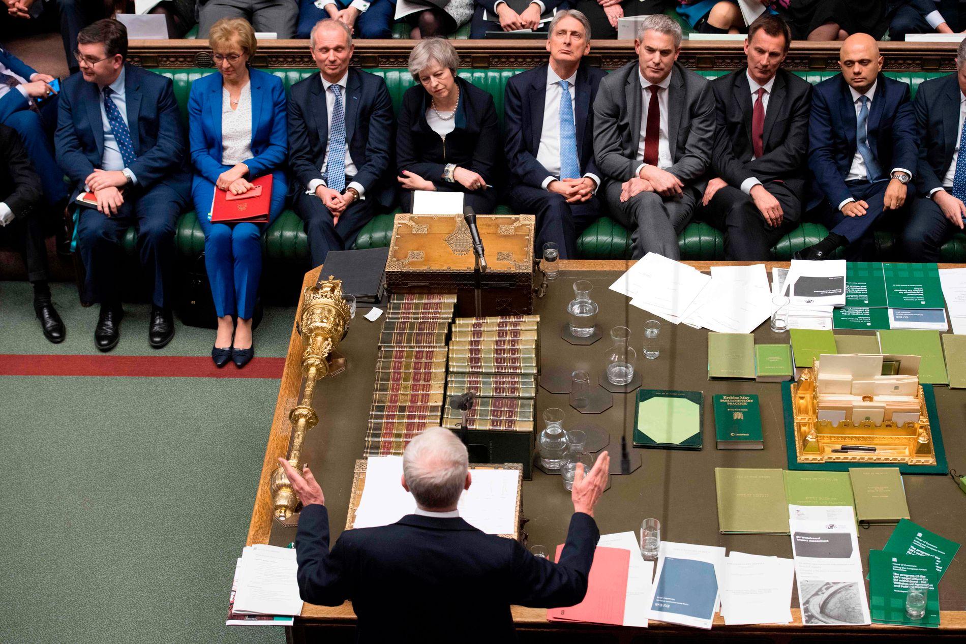 NEI: Labour-leder Jeremy Corbyn (nederst) tar ordet i Parlamentet etter avstemningen om Brexit tirsdag kveld.