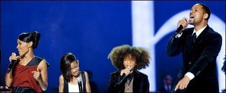 STJERNEFAMILIE: Will Smith og Jada Pinkett Smith tok med sønnen Jaden og datteren Willow under Nobelkonserten i Oslo Spektrum i 2009. FOTO: MARKUS AARSTAD / VG