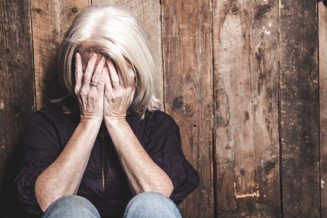 FYSISK VONDT: Kvinner oppgir at brutte kjærlighetsforhold gjør mer følelsesmessig og fysisk vondt enn menn. Det kan skyldes at kvinner er mer selektive i utgangspunktet, og derfor rammes hardere hvis forholdet tar slutt.