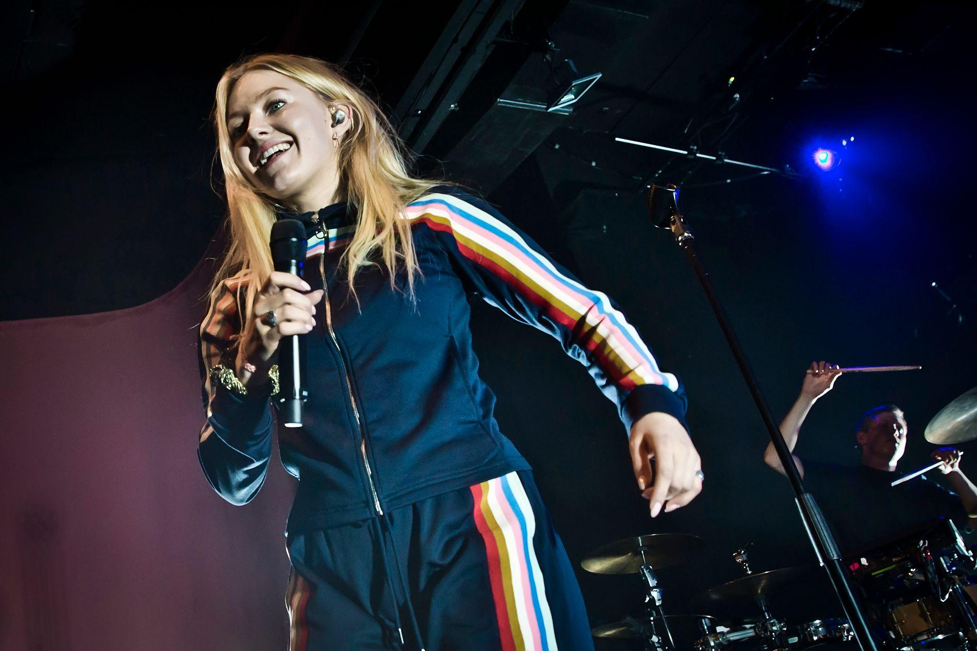 POPKOMET: Astrid S gjør det sterkt internasjonalt. Her på scenen i Berlin i oktober. Foto: GETTY IMAGES