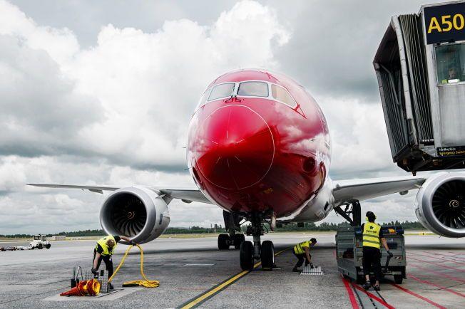 PÅ BAKKEN: En teknisk feil på en Dreamliner har ført til at 291 passasjerer som skal til New York tidligst får reise i kveld, ett døgn etter planlagt avgang. Bildet viser den aktuelle flytypen.
