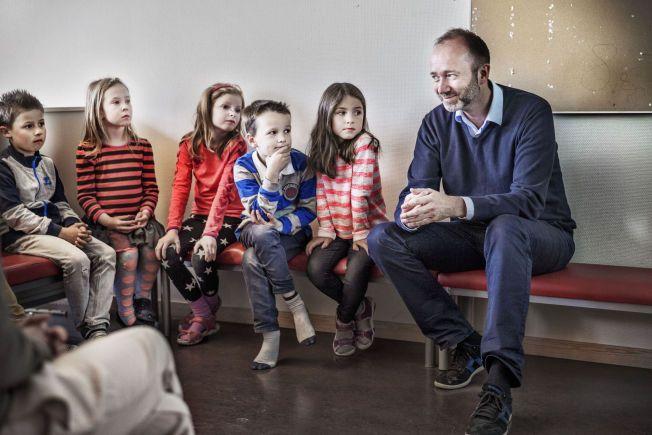 TOK FEIL: – Gjennom utallige besøk i skolene og gjennom å lytte til de som vet mest om virkeligheten, nemlig lærene selv, har jeg erfart hvilke feil vi reformivrige politikere har gjort Giske lanserer sin nye bok i dag. Her på besøk på sin gamle skole, Nardo Skole i Trondheim.