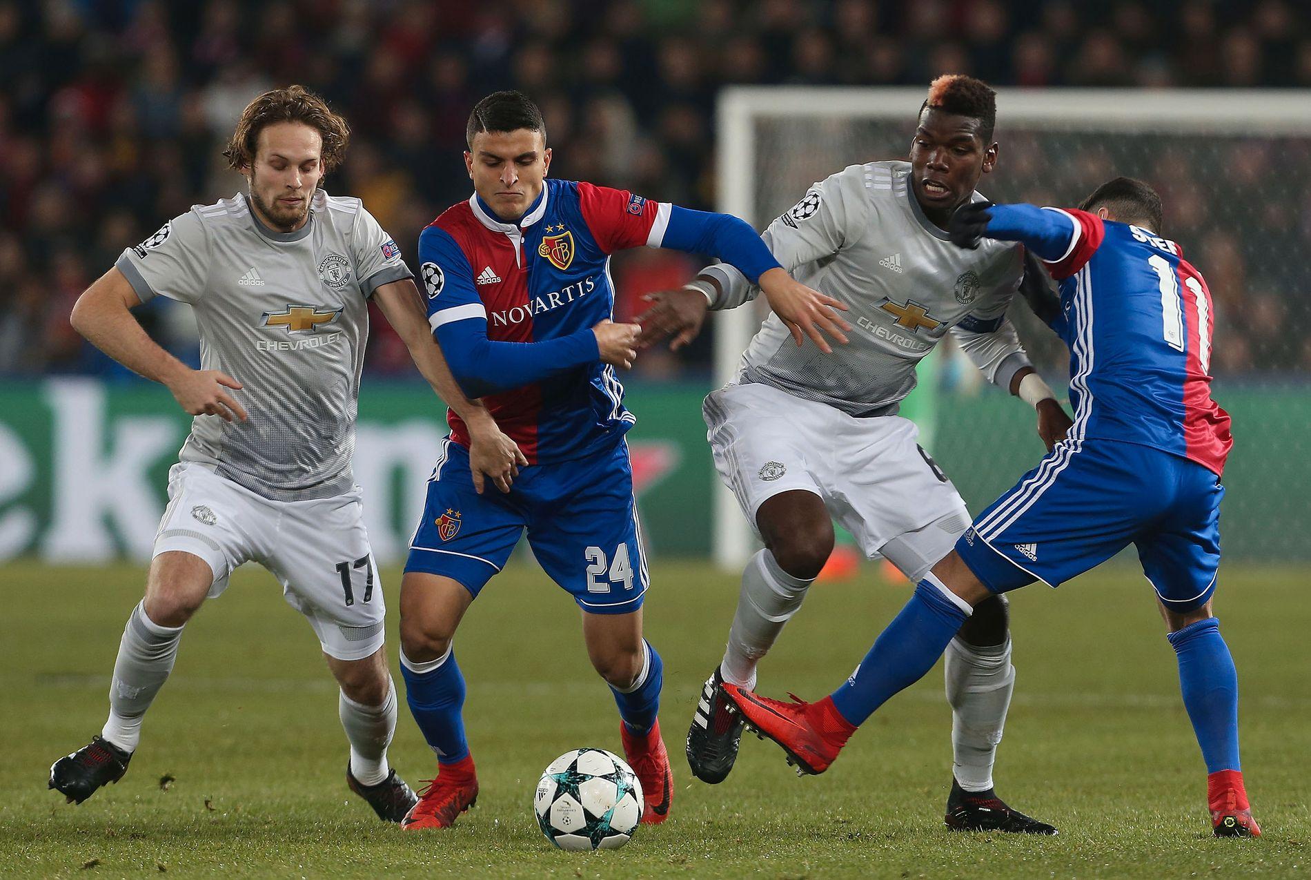 SNART I SAMME LIGA? Mohamed Elyounoussi har imponert i Champions League denne sesongen, blant annet mot Manchester Uniteds Daley Blind (t.v.) og Paul Pogba.