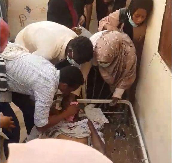 SKUTT: Legen Babiker Abdelhamid ble forsøkt reddet på stedet minuttene etter han ble skutt, men livet sto ikke til å redde.