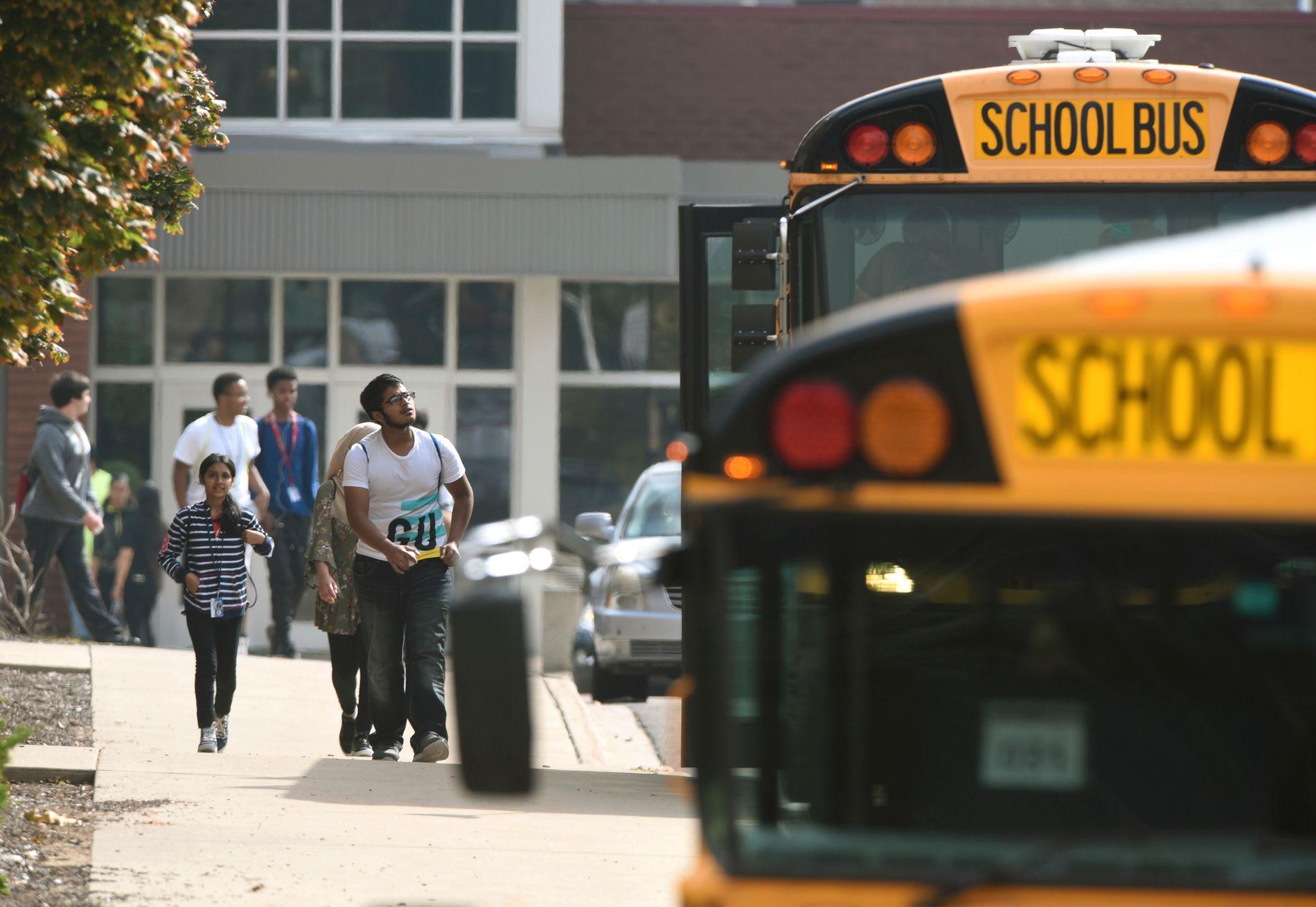 DØDE ONSDAG: En 16 år gammel jente ble knivstukket på Warren Fitzgerald High School onsdag, og døde senere av skadene.