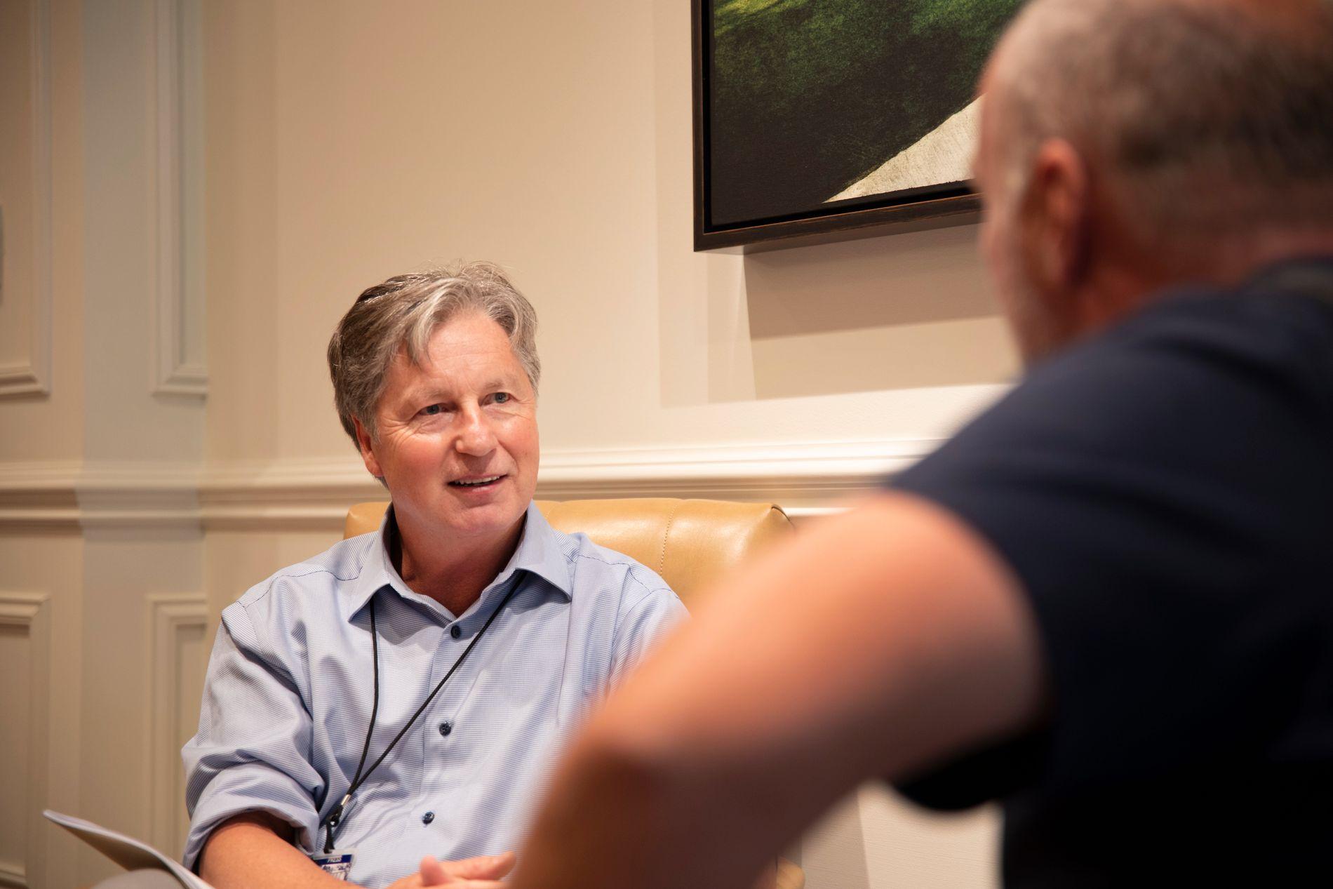 MØTTE VG: Brandel Chamblee snakker med VGs USA-korrespondent Robert Simsø