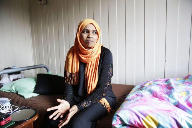 LIVET PÅ VENT: Randa Abdelaziz (29) fra Sudan fikk opphold i Norge for ett år og syv måneder siden. Fortsatt er asylmottak i Ringsaker hennes hjem.