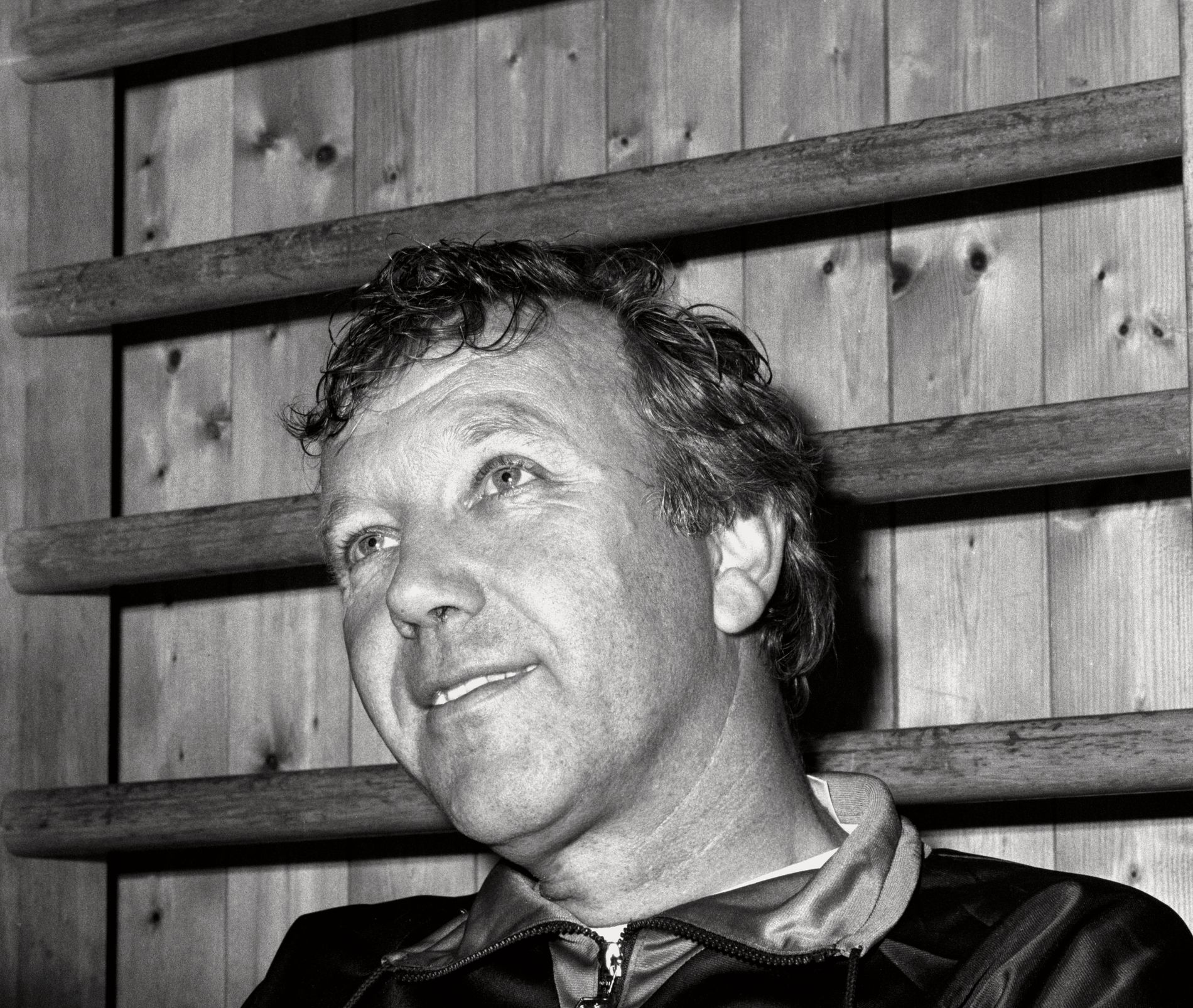 DEN SISTE KAMPEN: Norge – Frankrike 2-0, Ullevaal stadion, 1987. Landslagssjef Tor Røste Fossen var strålende fornøyd med lagets innsats i den siste kampen han var ansvarlig for. Nå er han død, 77 år gammel.