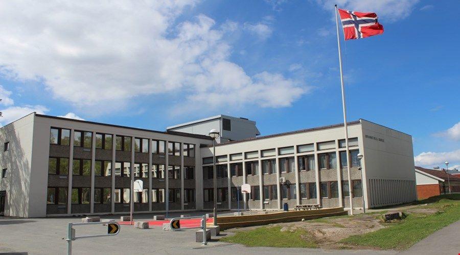 ALVORLIG: Rektor ved Brannfjell skole, Anne-Karin Bjerkebo, forteller sier at skolen tar de påtente brannene svært alvorlig. Skolen har rundt 580 elever fordelt på 8. 9. og 10. trinn.