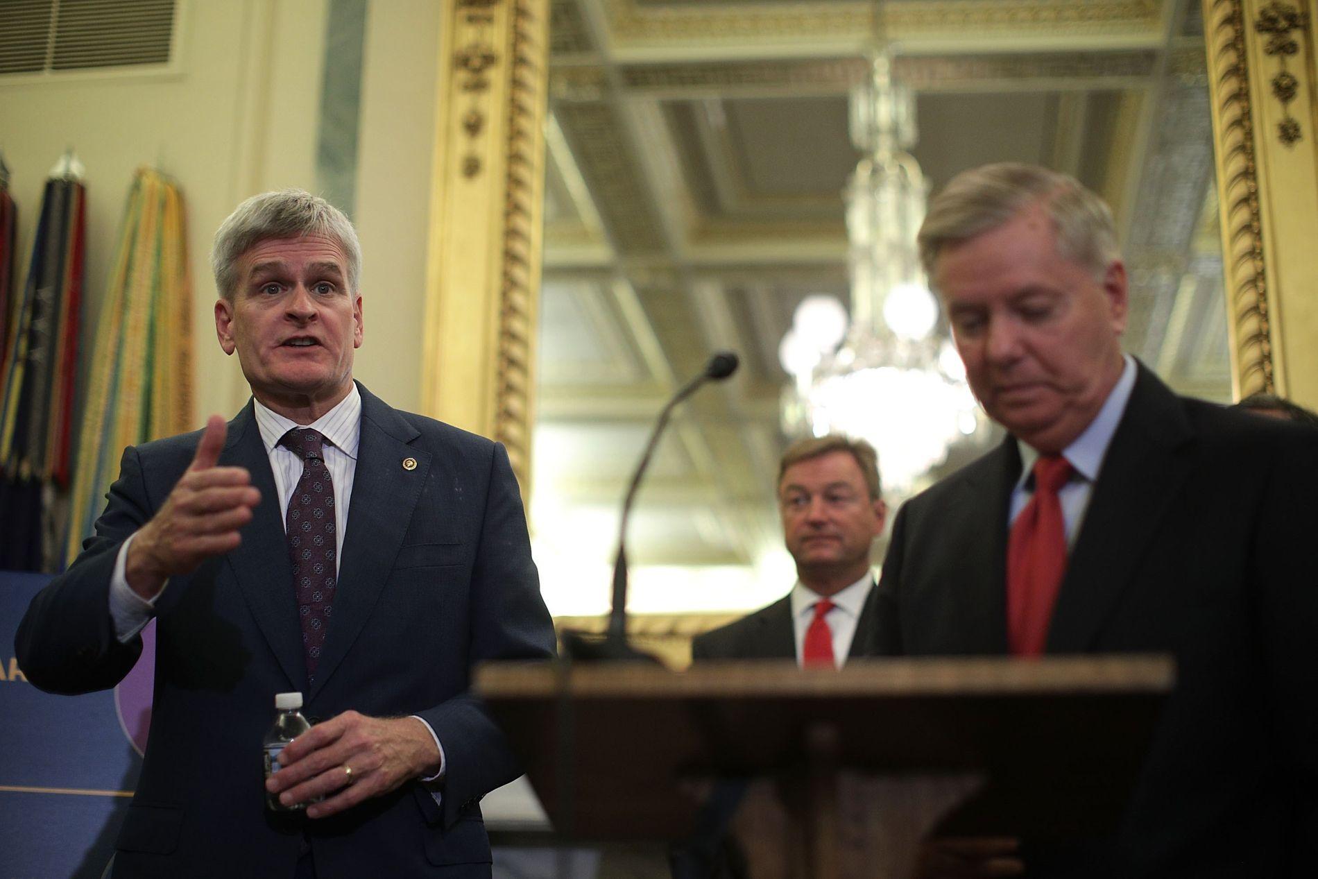 HAR LAGT FREM NYTT FORSLAG: Bill Cassidy (t.v.) og Lindsey Graham (t.h.) er senatorene som kom med det siste forslaget til ny helselov.