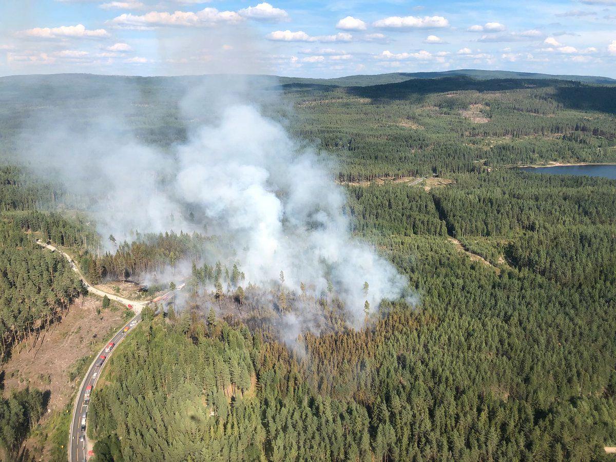 Skogbrann ved Frysjøen i Hedmark på onsdag ettermiddag. I Hedmark og Oppland og øvrig deler av Sør-Norge er skogbrannfaren fremdeles meget stor. I Rogaland og Hordaland er den stor ifølge Meteorologisk institutt.