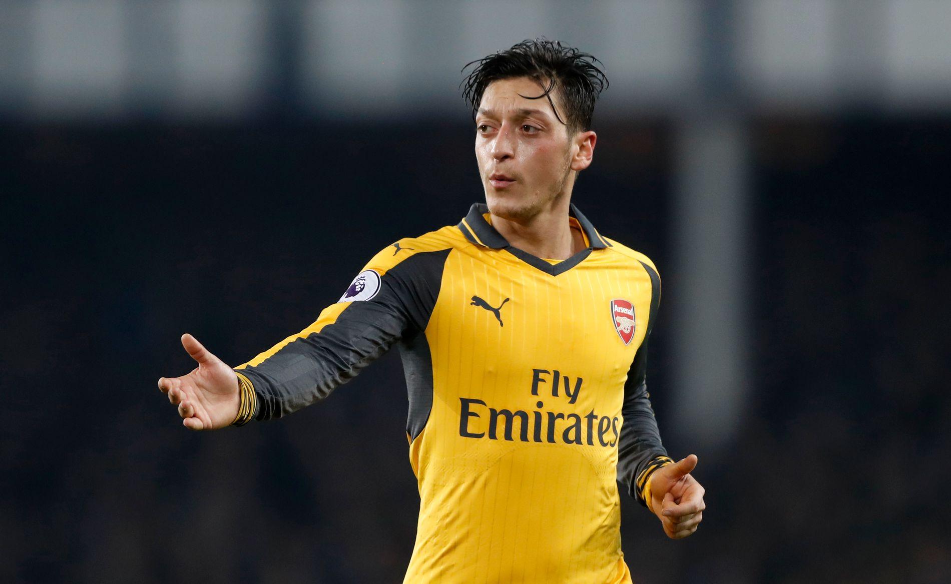 FÅR KRITIKK: Mesut Özil imponerte ingen under kampen mot Manchester City, som endte med 2-1-tap for Arsenal.