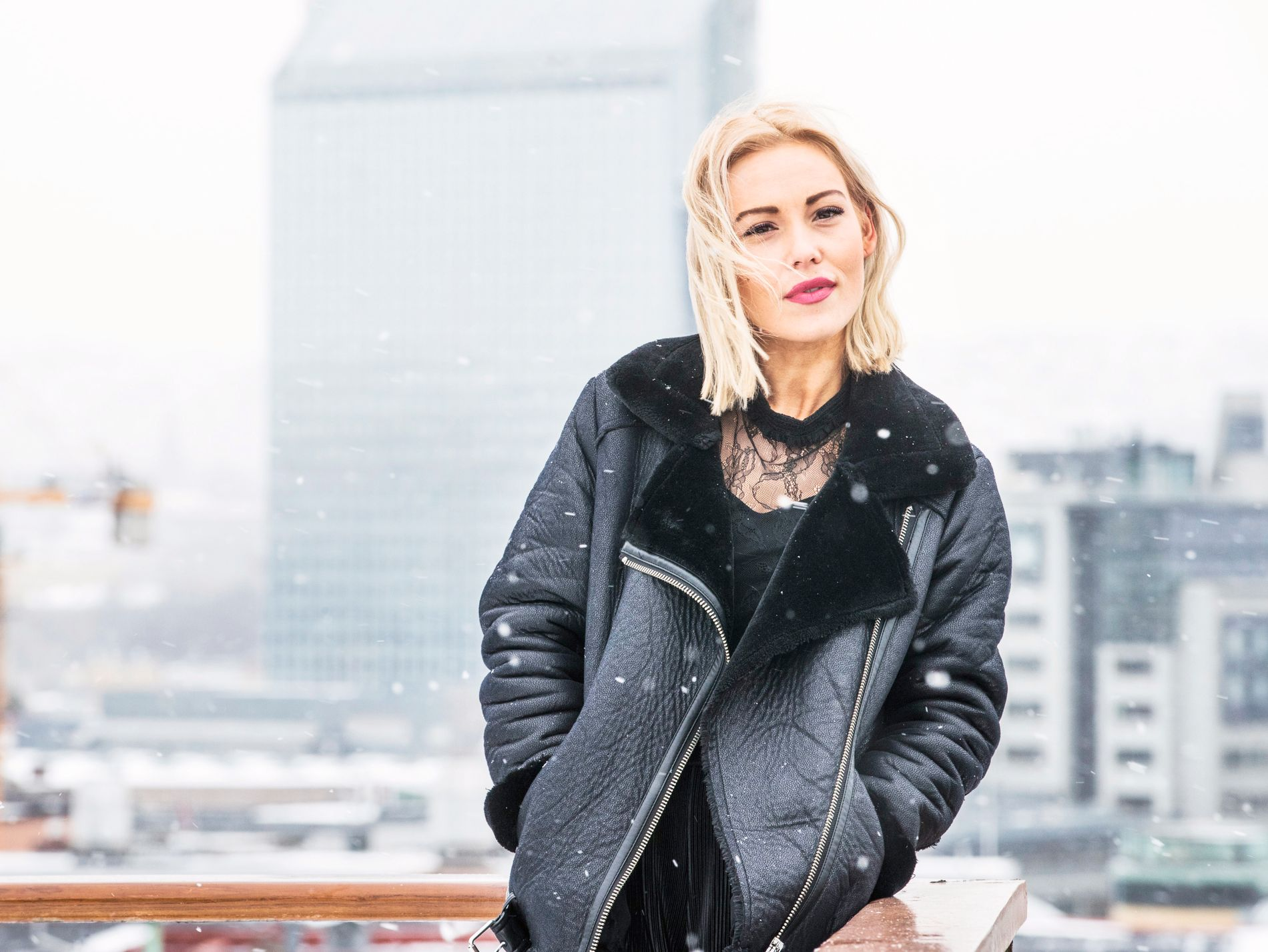 SOLO: Charlotte Kjær, alias Charla K, på toppen av VG-huset. Lørdag skal det tidligere Shackles-medlemmet i ilden alene.