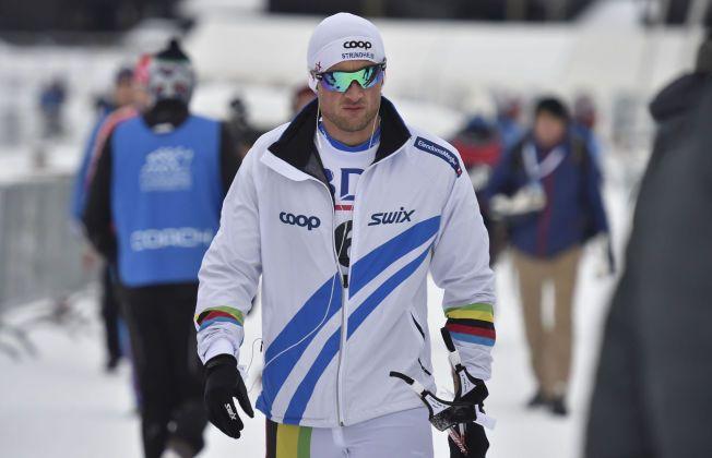SPONSORKLÆR: Petter Northug viste seg for siste gang i egne sponsorklær under den nasjonale åpningen på Beitostølen i november i fjor. Tirsdag denne uken var landslagsavtalen over - for denne gang.