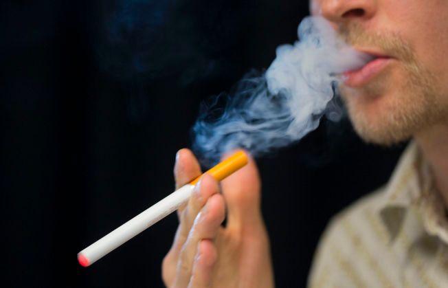 E-SIGARETTER: – Å regulere e-sigaretter som et legemiddel, slik lege Preben Aavitsland foreslår, vil redusere produktets appell til røykere, skriver Karl Erik Lund.