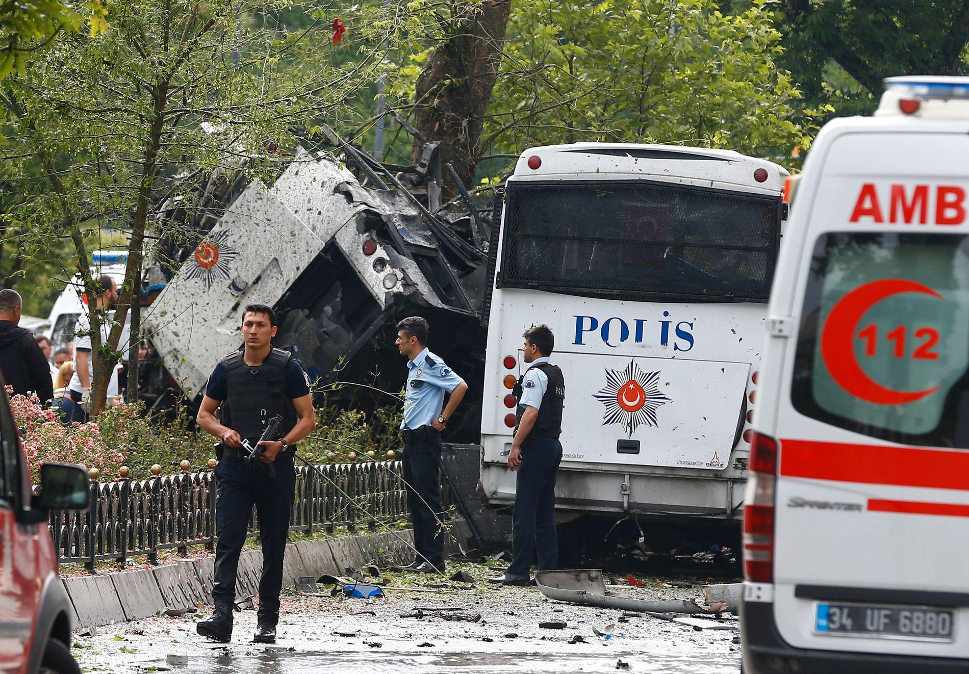 TERRORANGREP: 7. juni gikk det av en bilbombe i et turistområde i Istanbul, rettet mot en buss med politimenn. 11 personer døde. Kurdistans frihetsfalker (TAK), en radikal utbrytergruppe fra PKK-geriljaen, tok fredag på seg ansvaret.