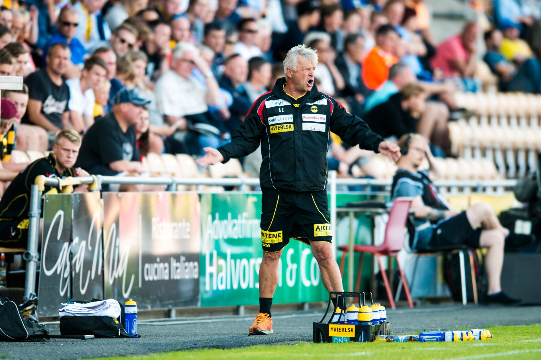 TYDELIG: Arne Erlandsen avbildet underveis i 1. omgang mot Stabæk. Da var han aktiv på sidelinjen mens Lillestrøm slet.
