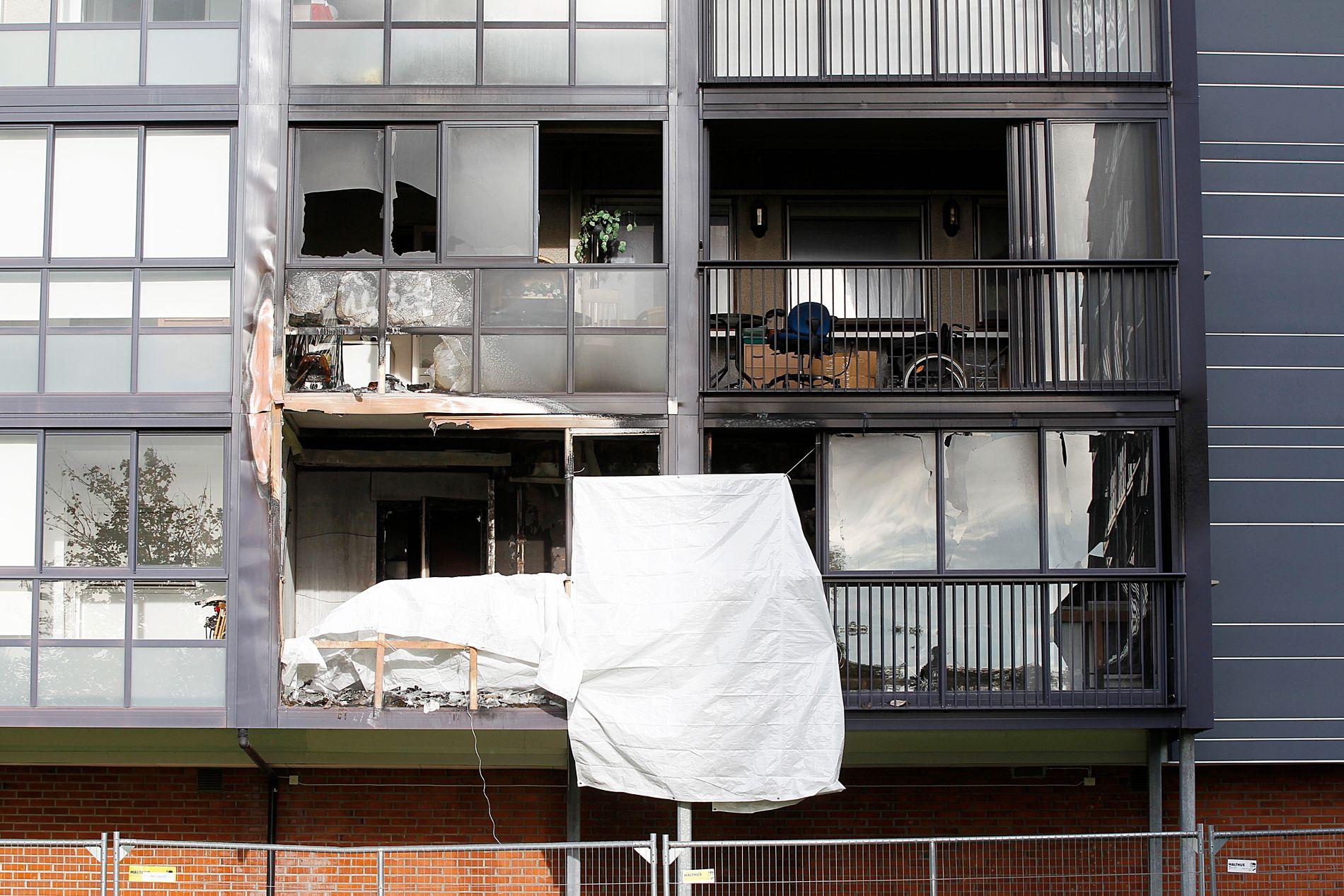 STORE SKADER: Det var på denne verandaen at Terje Sjåberg (52) ble funnet drept mandag 2. oktober. Slik så det ut på stedet to dager senere.