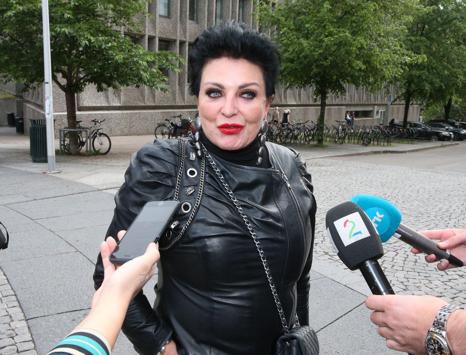 STØTTER: Lilli Bendriss støtter prinsesse Märtha Louise og sjaman Durek Verrett.