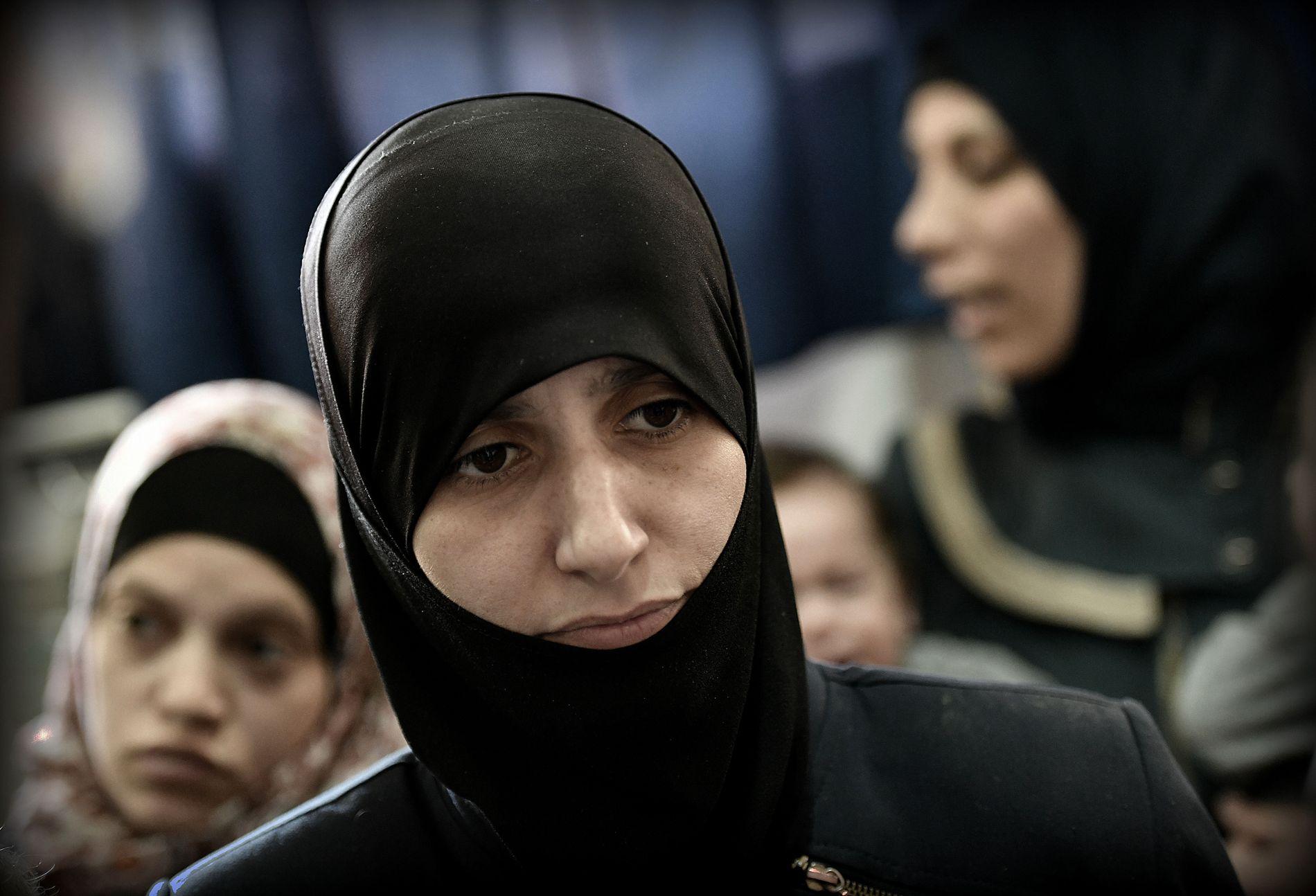 ÉN KVINNES BESKJED: Ekram Hamed (39) ber VG om å formidle at innbyggerne i Øst-Ghouta må reddes.