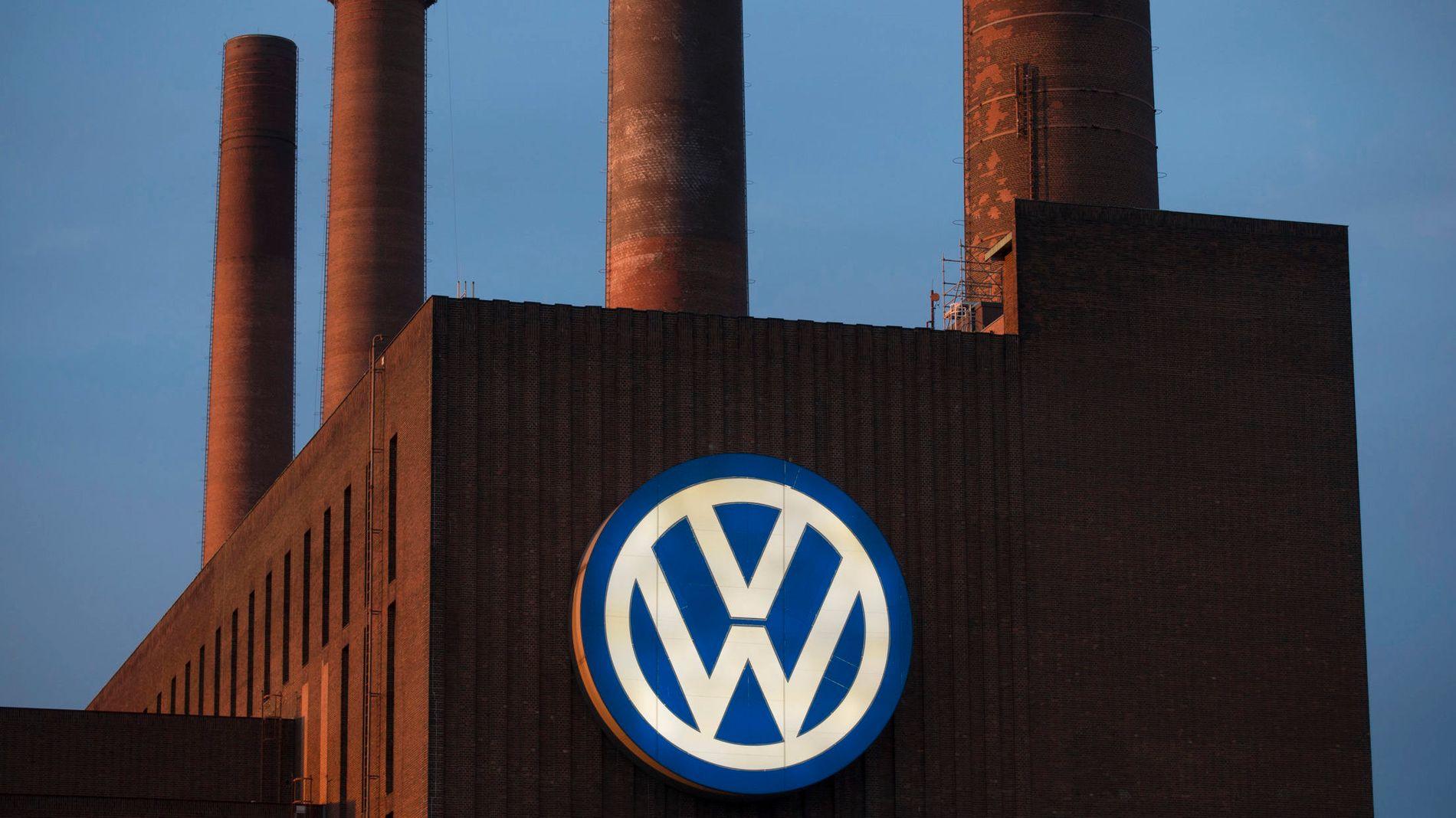 UNDER ETTERFORSKNING: Volkswagen har allerede satt av 6,5 milliarder euro (60 mrd. kroner) for å håndtere dieselskandalen som nå utfolder seg. 11 millioner biler skal ha blitt solgt med den aktuelle dieselmotoren. Her er Volkswagens fabrikk i Wolfsburg avbildet.
