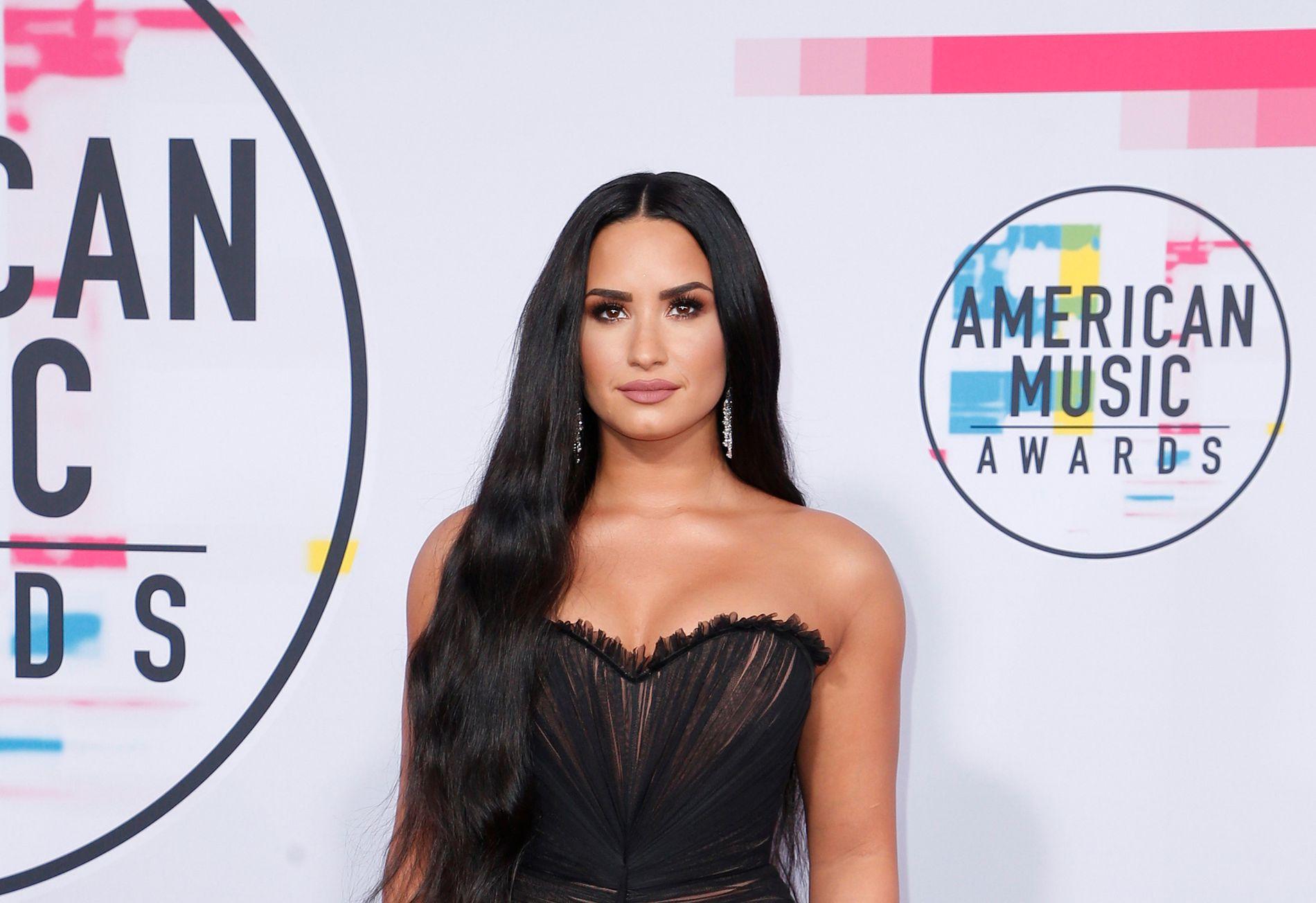 ANKLAGES: Demi Lovato på American Music Awards i Los Angeles 19. november.