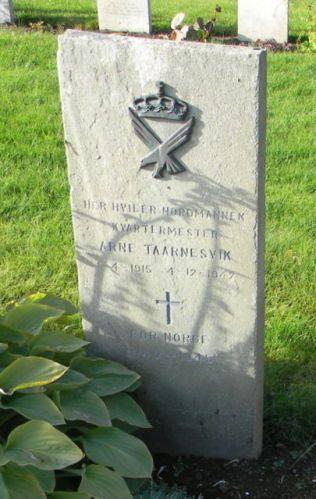 GRAVEN: Arne Taarnesvik ligger begravet på Island.