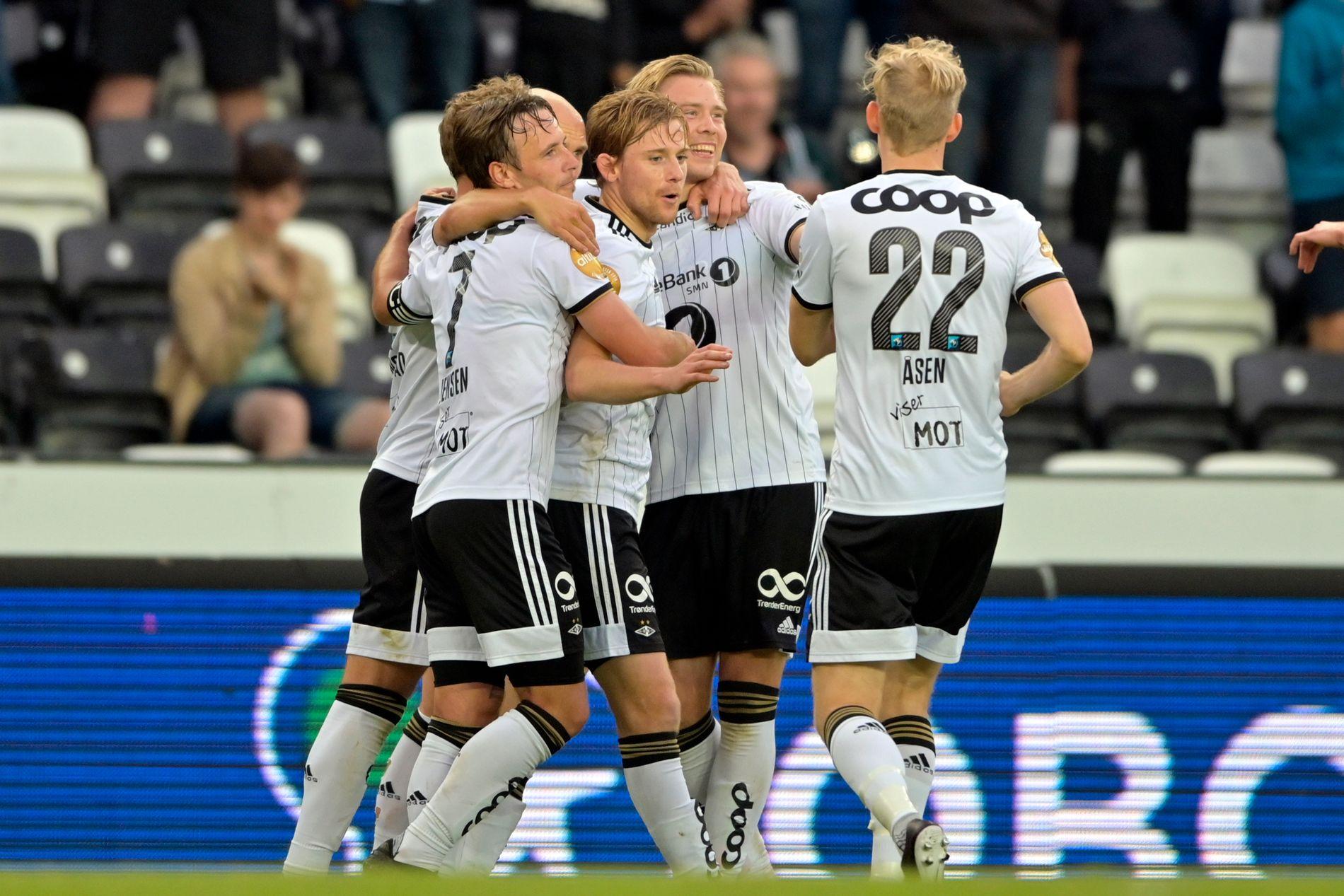 OPPTUR: Rosenborg fikk endelig en grunn til å smile da Vålerenga ble beseiret 3–0 på Lerkendal søndag.