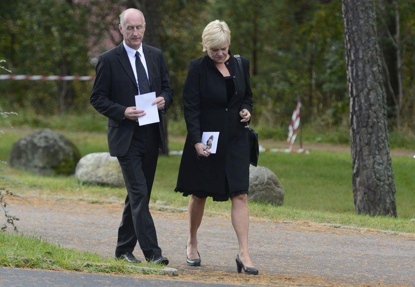 PREGET: Kristin Halvorsen var tydelig preget etter begravelsen av kollegaens datter. Foto: Helge Mikalsen