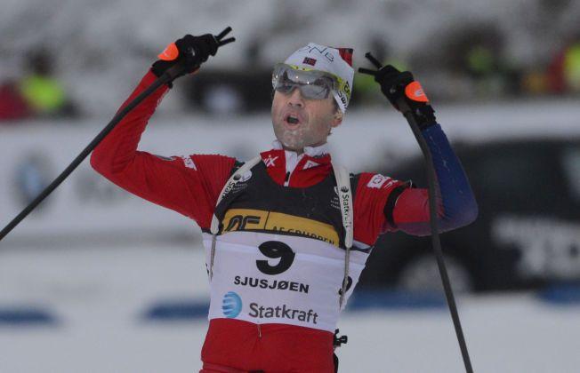 GAMMEL OG GOD: Ole Einar Bjørndalen knakk alle med 19 treff og godt langrenn på Sjusjøen.