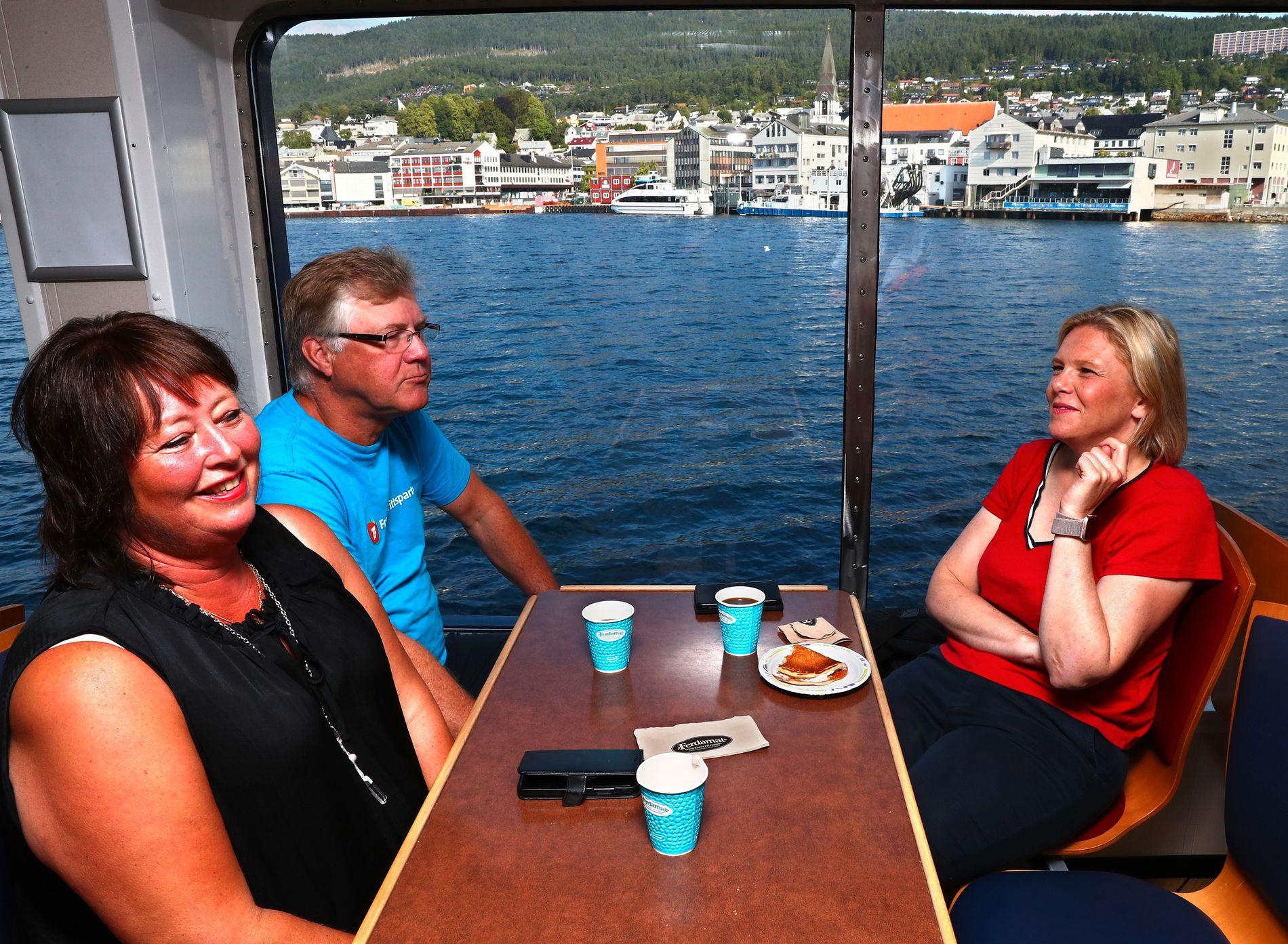 FELLES FRONT: Geir Stenseth og Anne Marie Fiksdal, 2.-kandidat og 3.-kandidat til fylkestinget i Møre og Romsdal, sammen med Frp-nestleder Sylvi Listhaug.