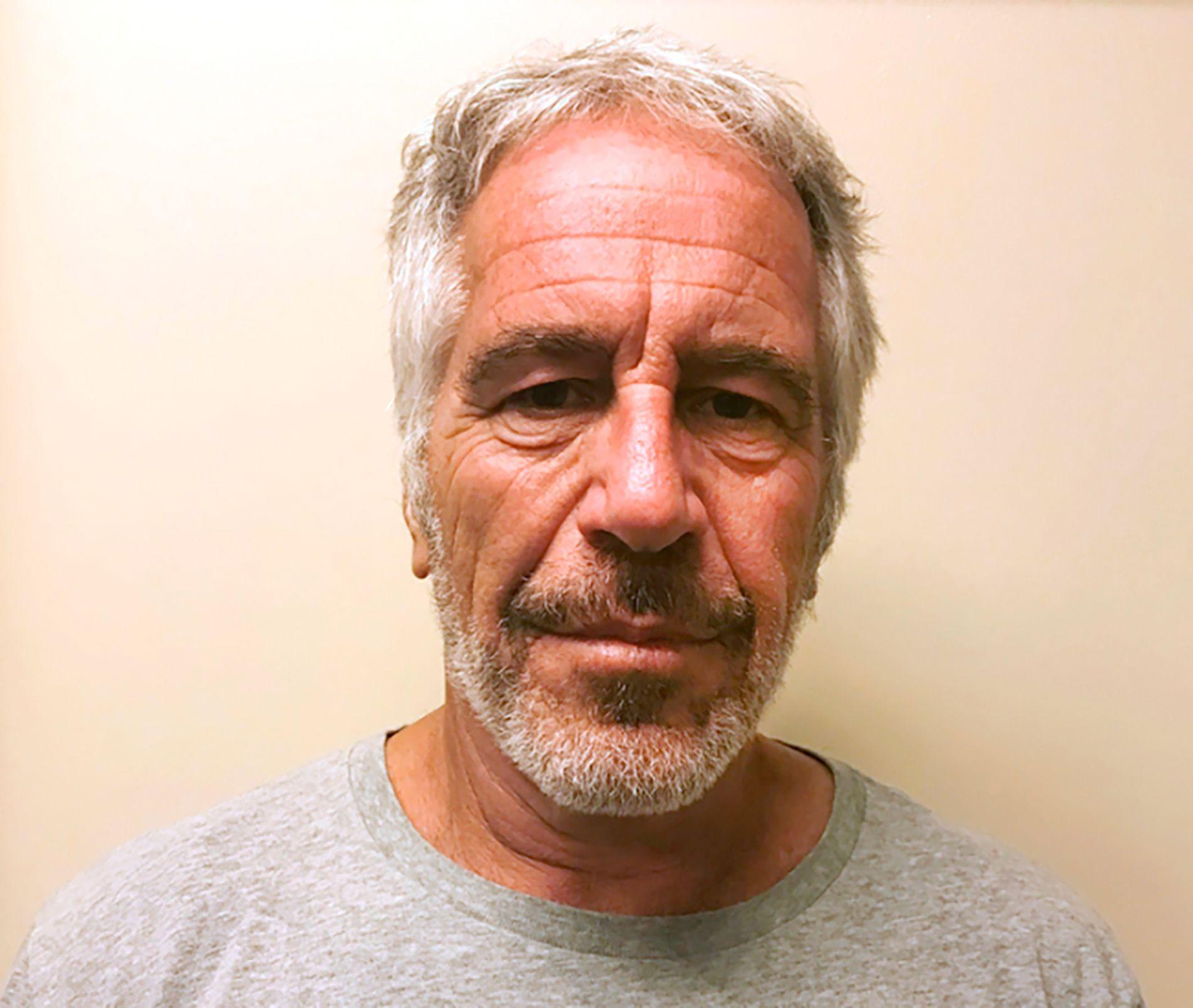 DØD: Jeffrey Epstein rakk aldri å møte til retten for å svare på tiltalen mot ham. Kort tid før han døde ble han anklaget seksualforbrytelser, blant annet mot mindreårige.