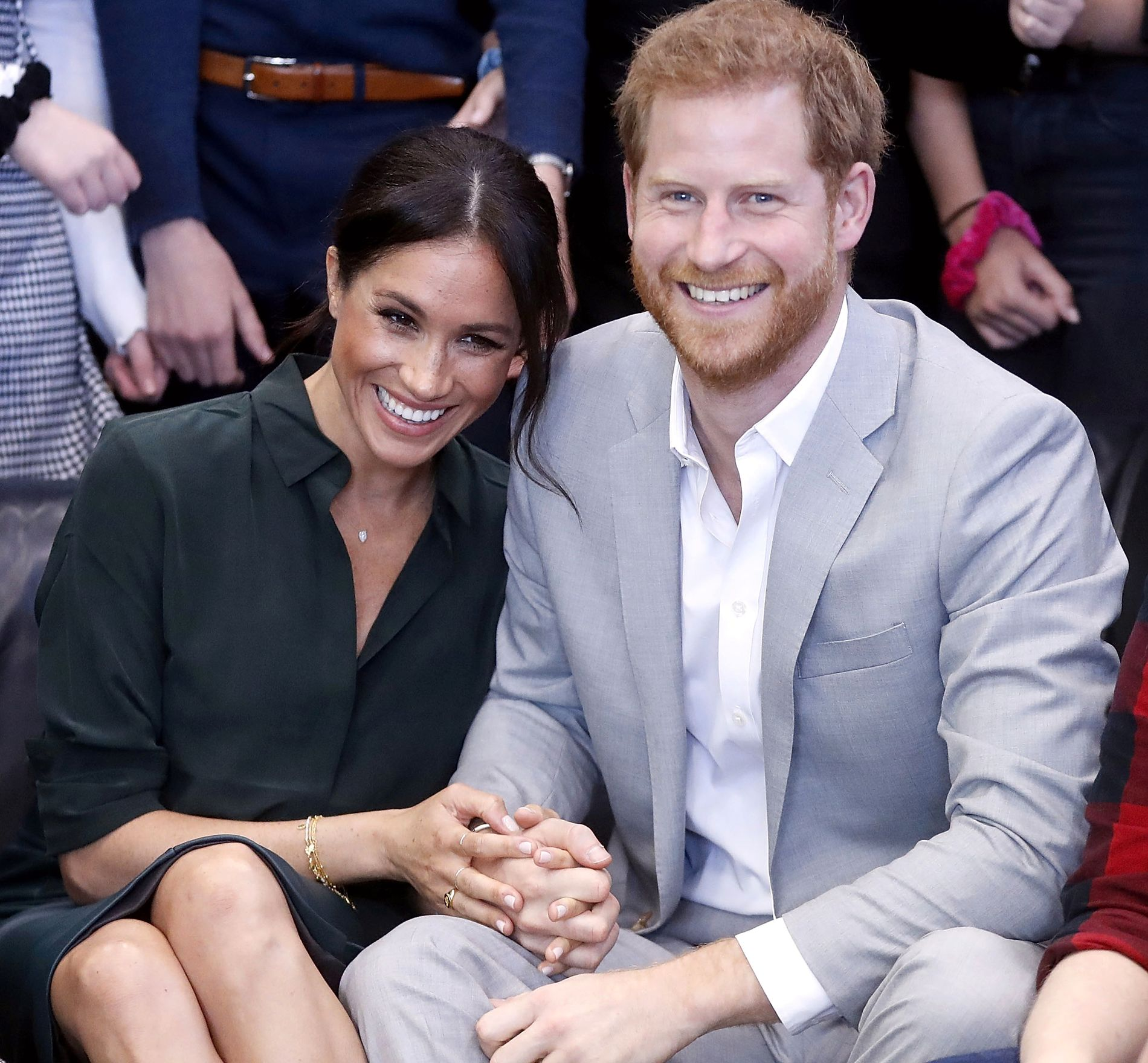 FORELSKET: Prins Harry og hertuginne Meghan på besøk i Joff Youth Centre i Peacehaven 3. oktober – mens babymagen fortsatt var en hemmelighet.