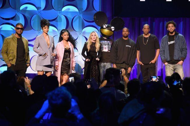 FÅR KRITIKK: Her er Usher, Rihanna, Nicki Minaj, Madonna, Deadmau5, Kanye West, JAY Z, and J. Cole på pressekonferansen som ble holdt i New York i går. Stjernene får stor kritikk i sosiale medier.
