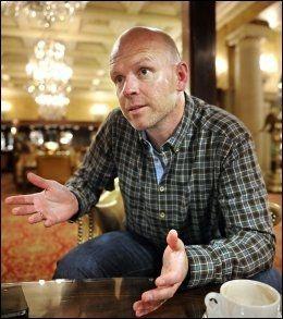 EN SKUFFELSE: Henning Berg mener hans tidligere klubb, Lillestrøm, har skuffet sportslig så langt denne sesongen. Foto: Bjørn S. Delebekk, VG