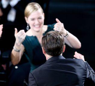 GODE VENNER: Kate Winslet heier på Leonardo DiCaprio.