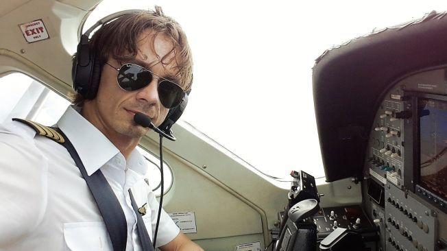 UTFORDRENDE: Thomas Segelcke Thrap jobber som pilot på Sentrani flyplass. Han beskriver landingsforholdene på Oksibil flyplass som utfordrende.